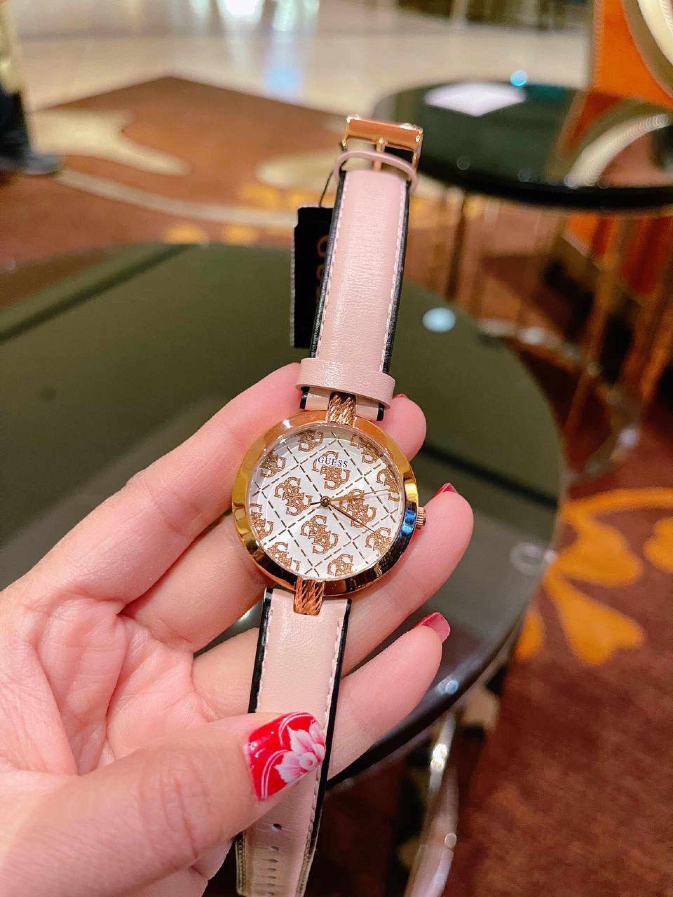 Đồng hồ Guess xinh đẹp